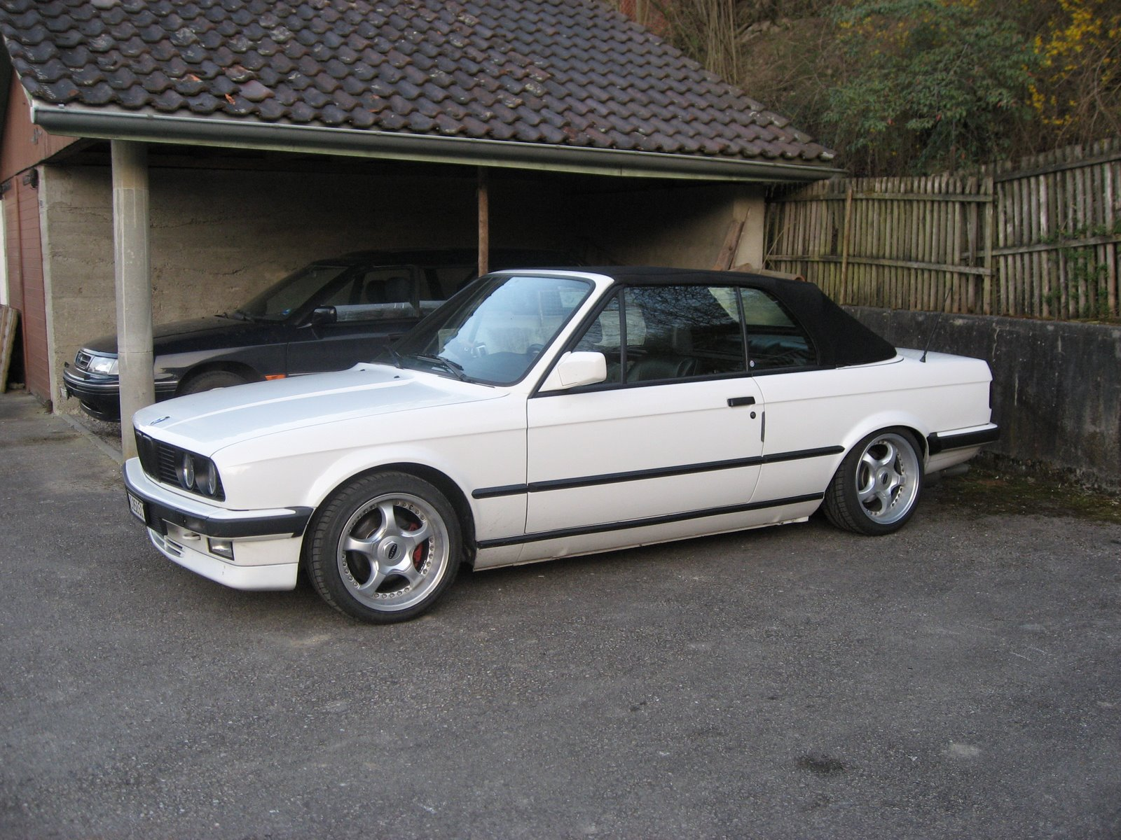BMW 3 series 323i 1989 photo - 4