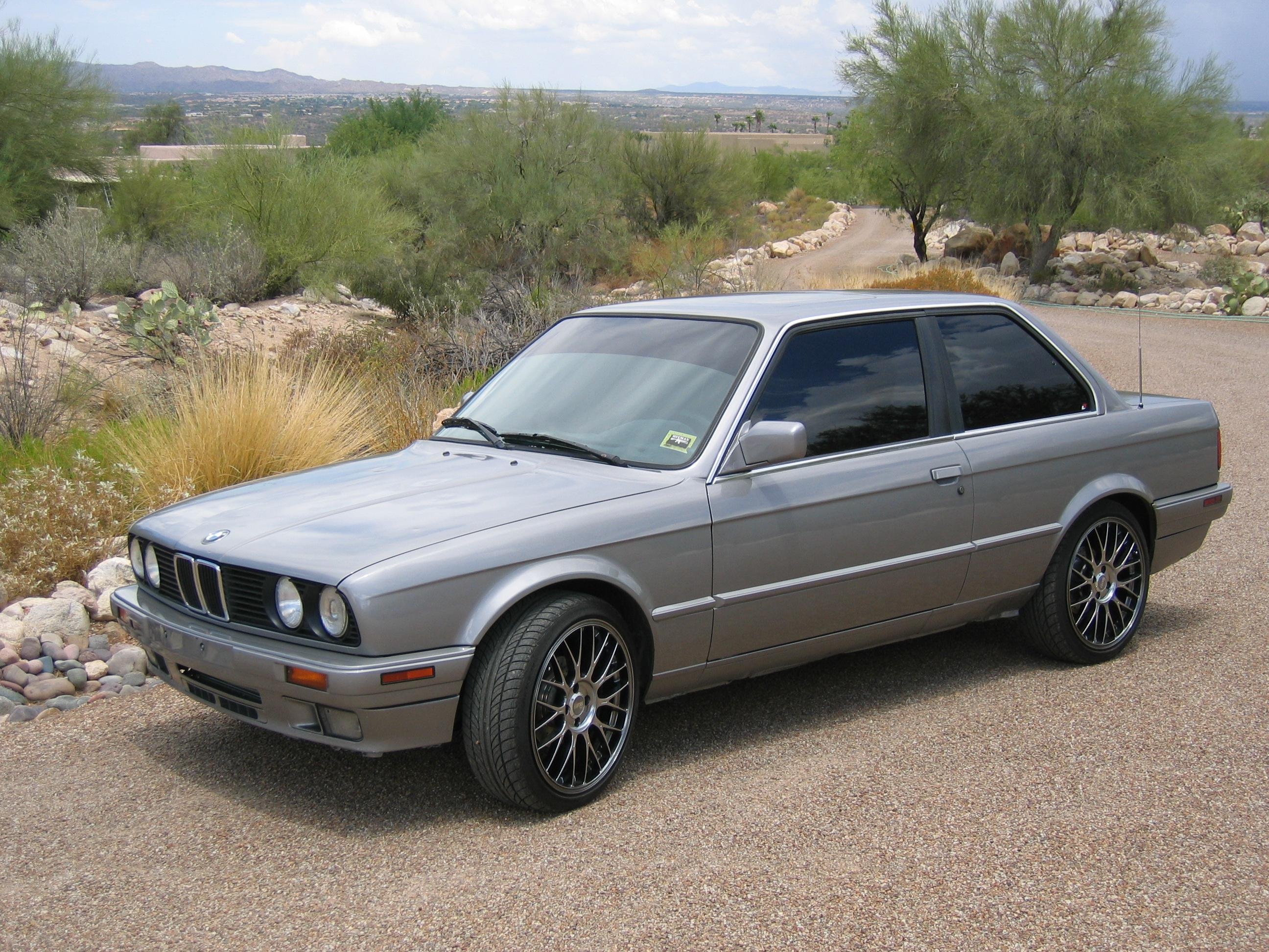 BMW 3 series 323i 1989 photo - 5