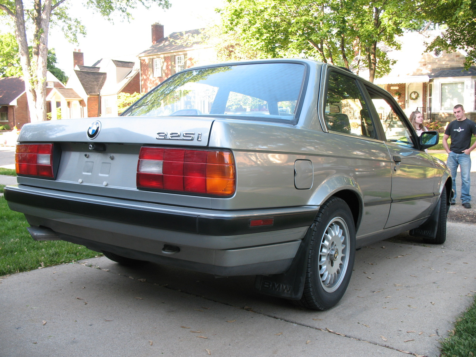 BMW 3 series 323i 1989 photo - 6