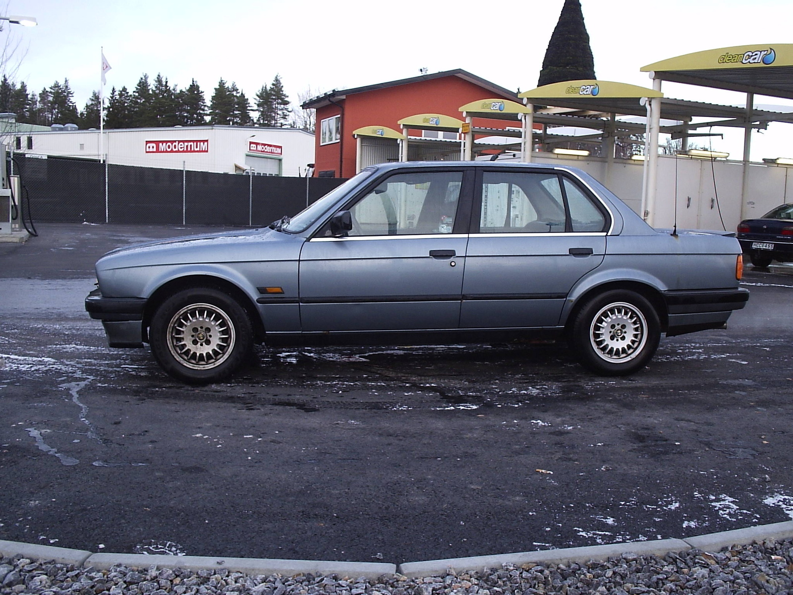 BMW 3 series 324d 1988 photo - 9