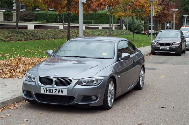 BMW 3 series 325d 2010 photo - 3