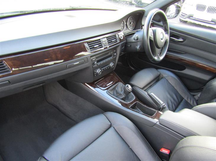 BMW 3 series 325d 2010 photo - 9