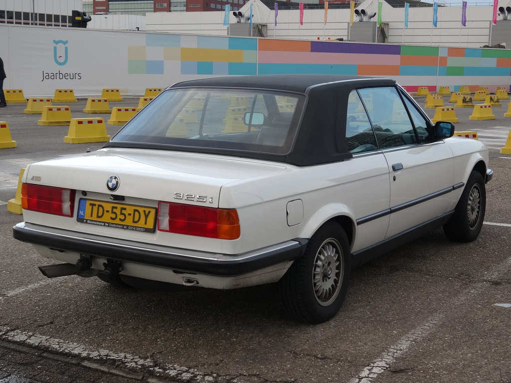 BMW 3 series 325i 1982 photo - 10