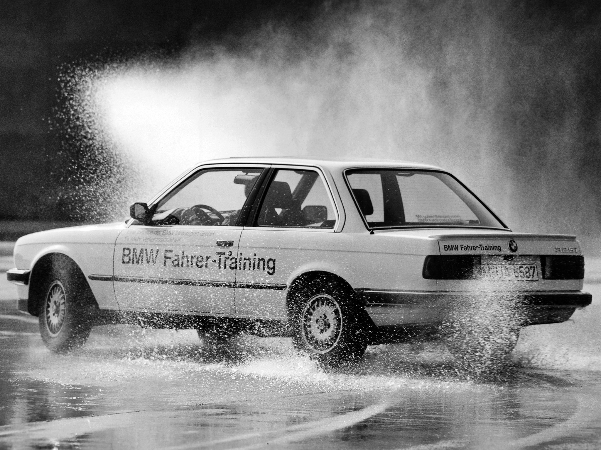 BMW 3 series 325i 1983 photo - 10
