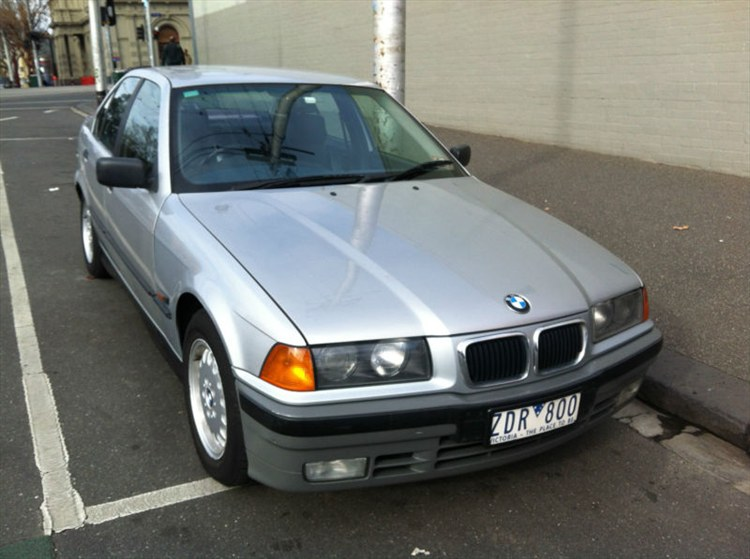 BMW 3 series 325i 1991 photo - 5