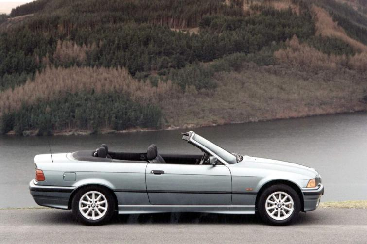 BMW 3 series 325i 2000 photo - 12