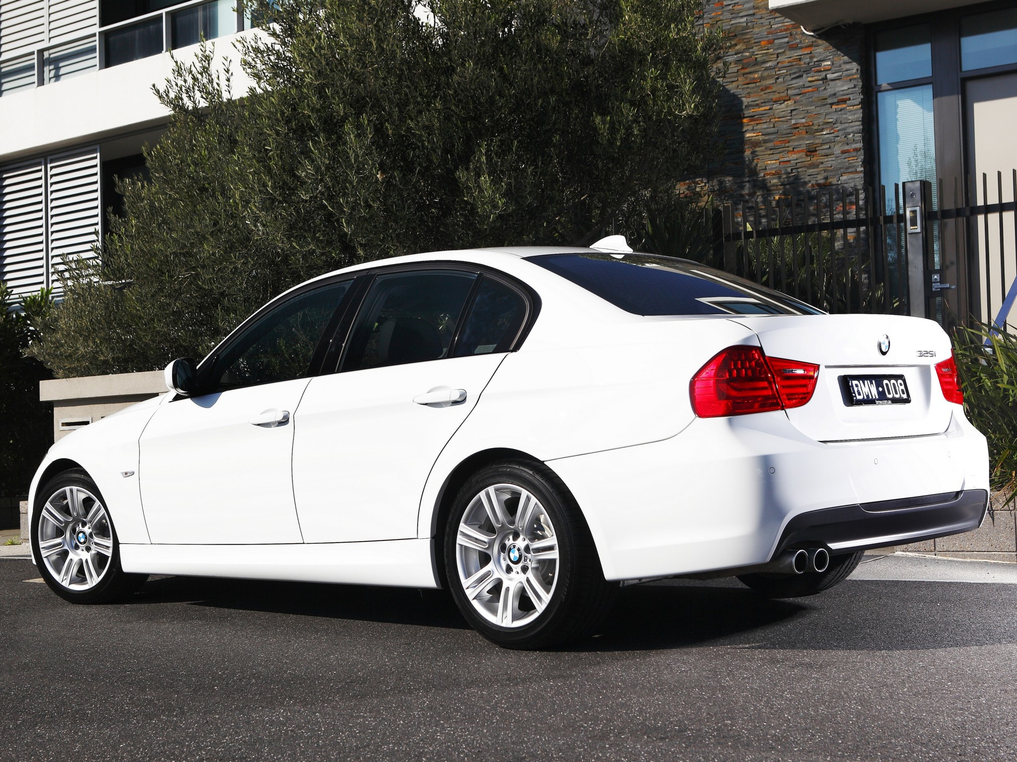 BMW 3 series 325i 2011 photo - 3