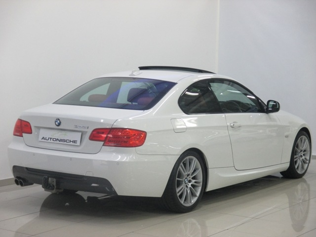 BMW 3 series 325i 2011 photo - 6