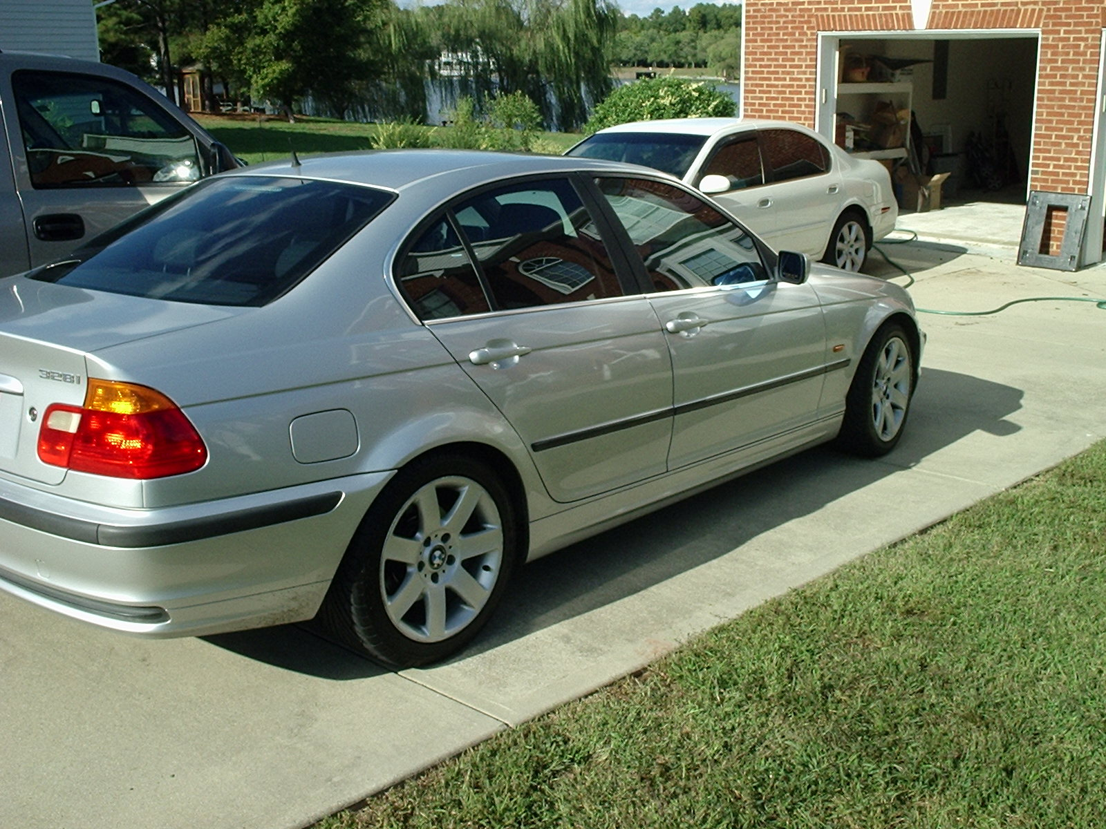 BMW 3 series 328i 2000 photo - 12