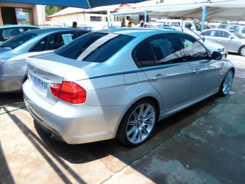 BMW 3 series 330d 2010 photo - 2