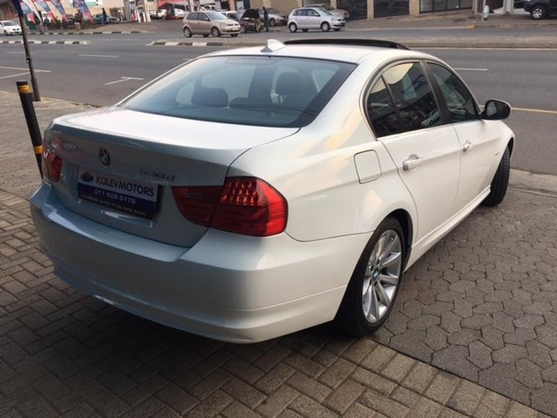 BMW 3 series 330d 2010 photo - 3