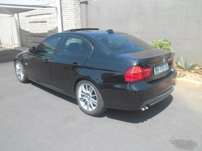 BMW 3 series 330d 2010 photo - 7