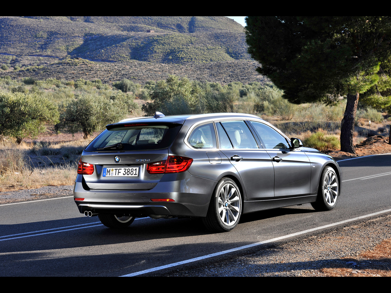 BMW 3 series 330d 2012 photo - 2