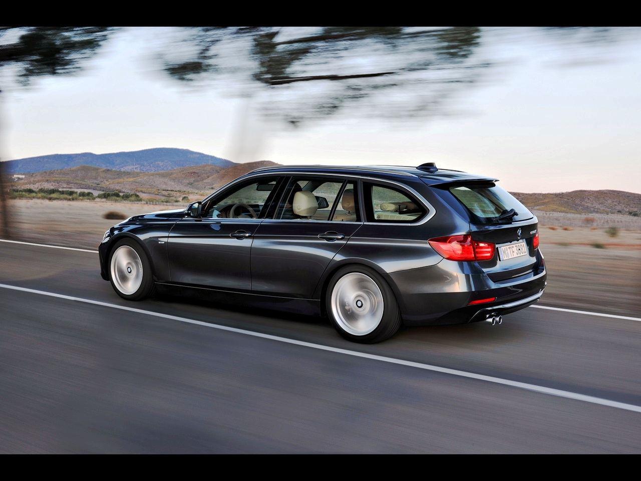 BMW 3 series 330d 2012 photo - 6