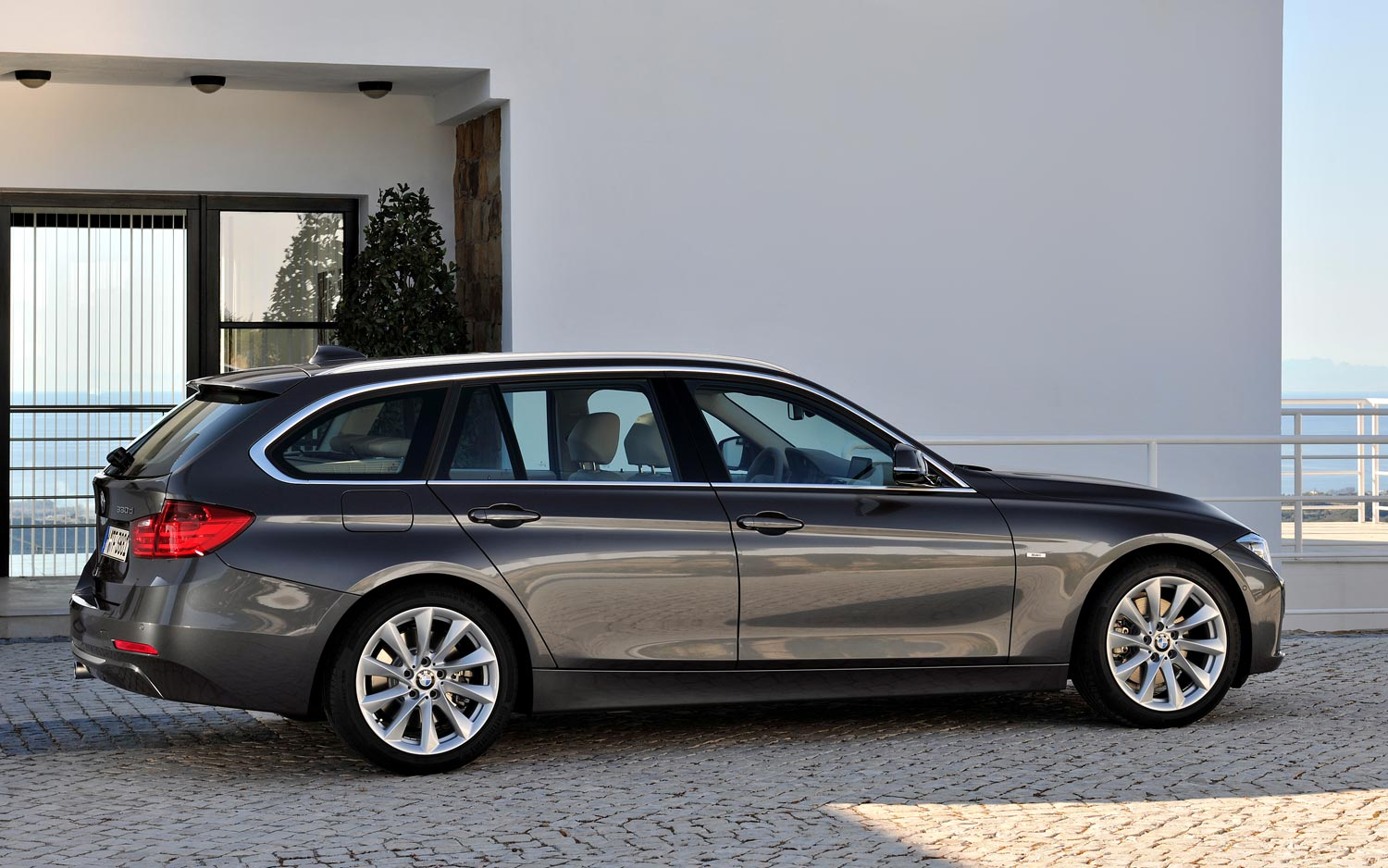 BMW 3 series 330d 2013 photo - 5