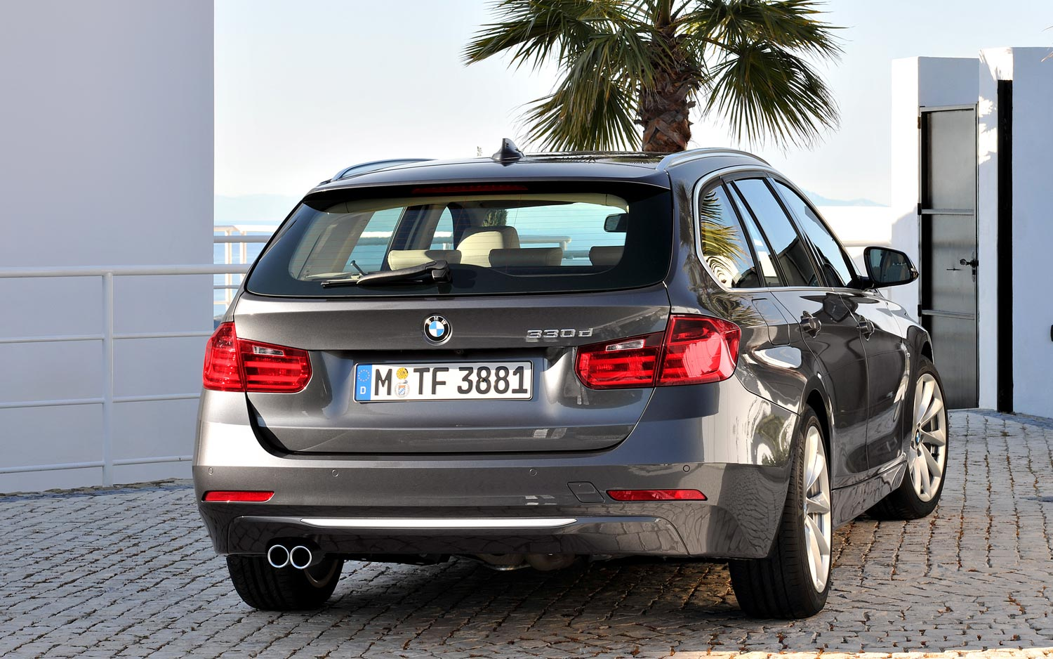 BMW 3 series 330d 2013 photo - 6