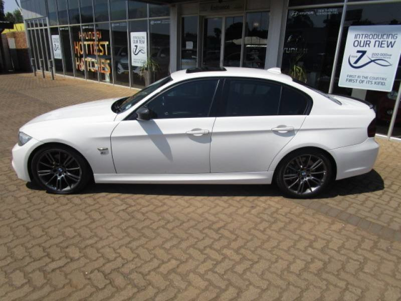 BMW 3 series 330i 2009 photo - 12