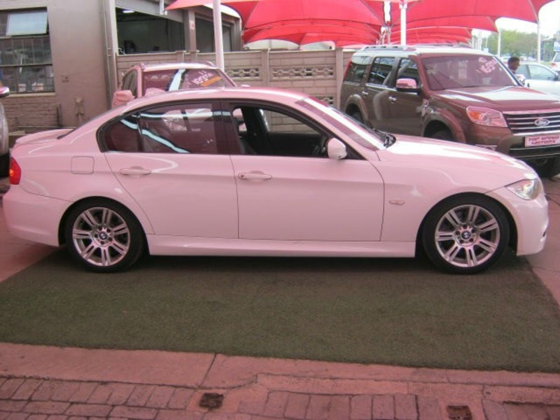 BMW 3 series 330i 2009 photo - 3