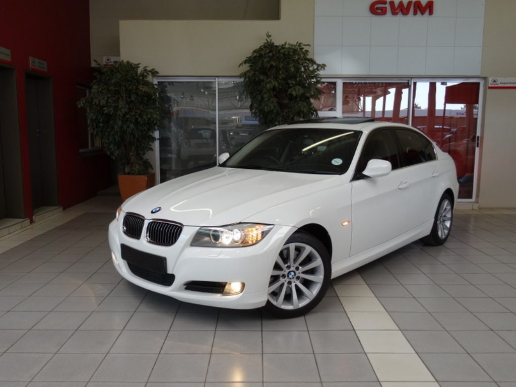 BMW 3 series 330i 2010 photo - 11