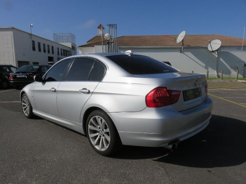 BMW 3 series 330i 2010 photo - 2