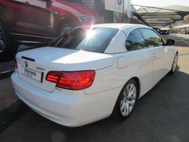 BMW 3 series 330i 2010 photo - 3