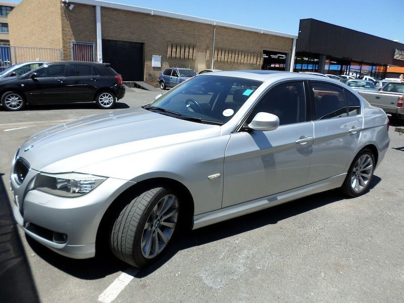 BMW 3 series 330i 2010 photo - 4