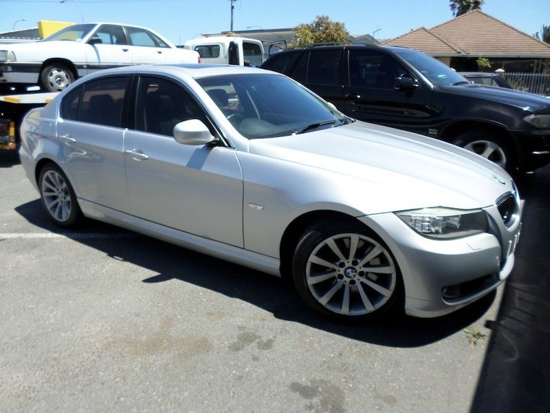 BMW 3 series 330i 2010 photo - 8