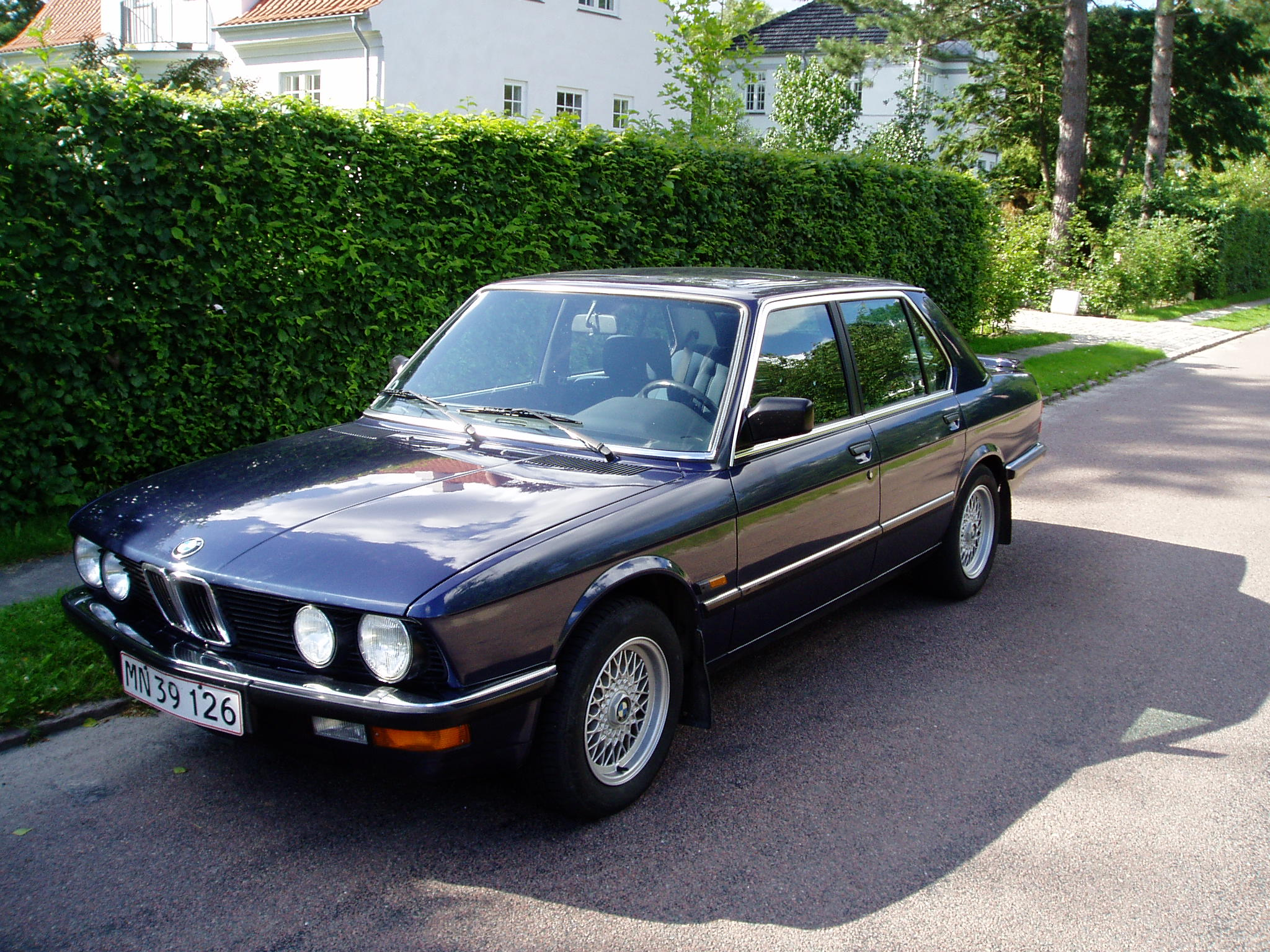 BMW 5 series 518 1988 photo - 4