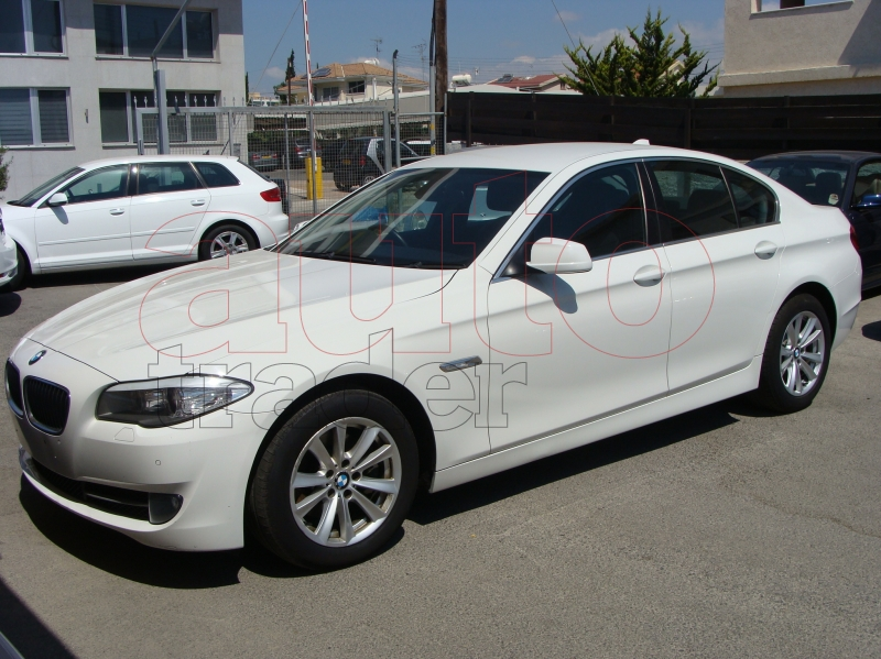 BMW 5 series 520d 2011 photo - 4