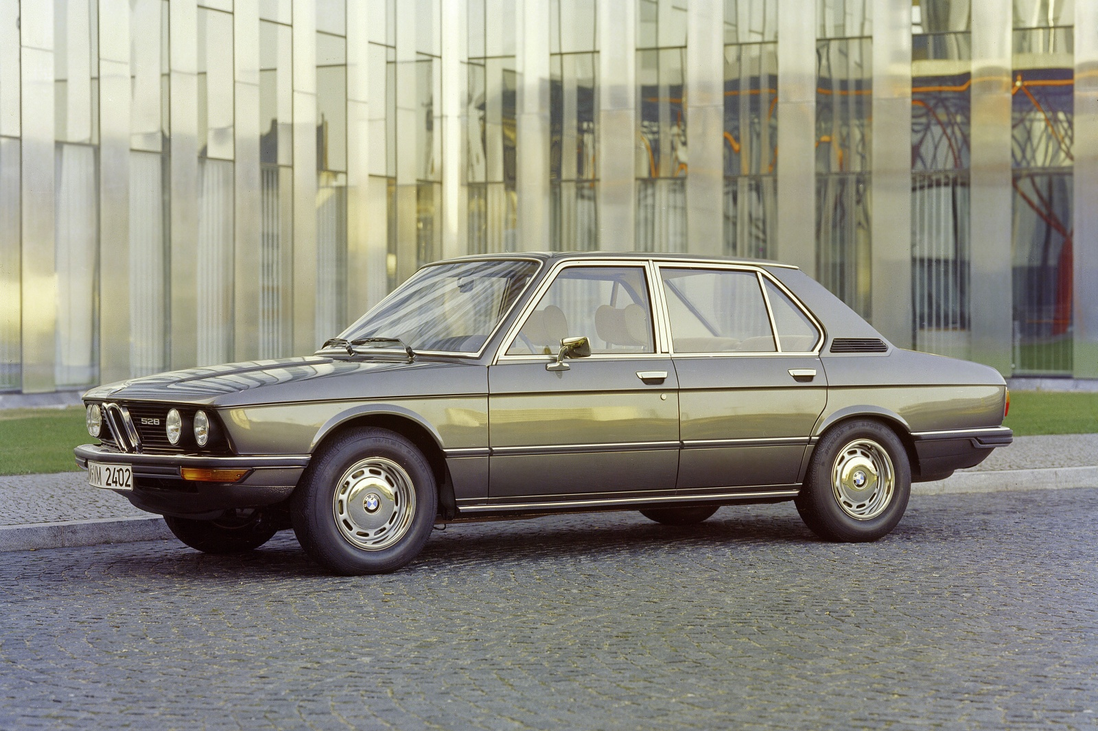 BMW 5 series 520i 1972 photo - 6