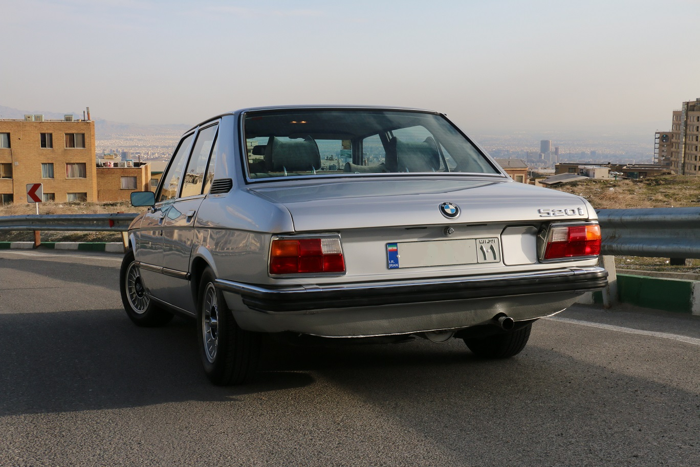 BMW 5 series 520i 1976 photo - 11