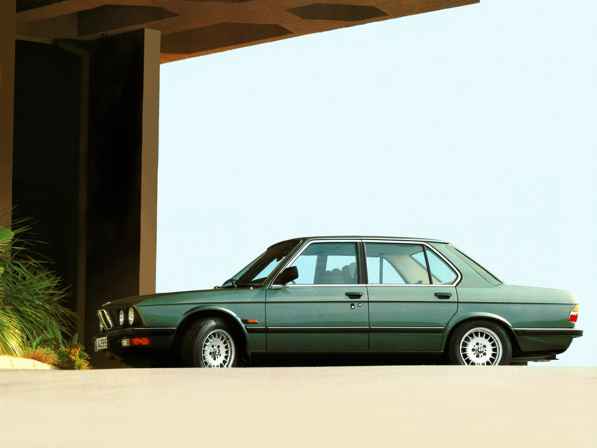 BMW 5 series 520i 1981 photo - 9