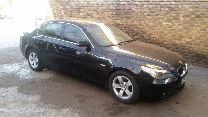 BMW 5 series 523i 2006 photo - 2