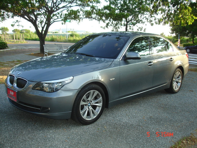 BMW 5 series 523i 2009 photo - 8