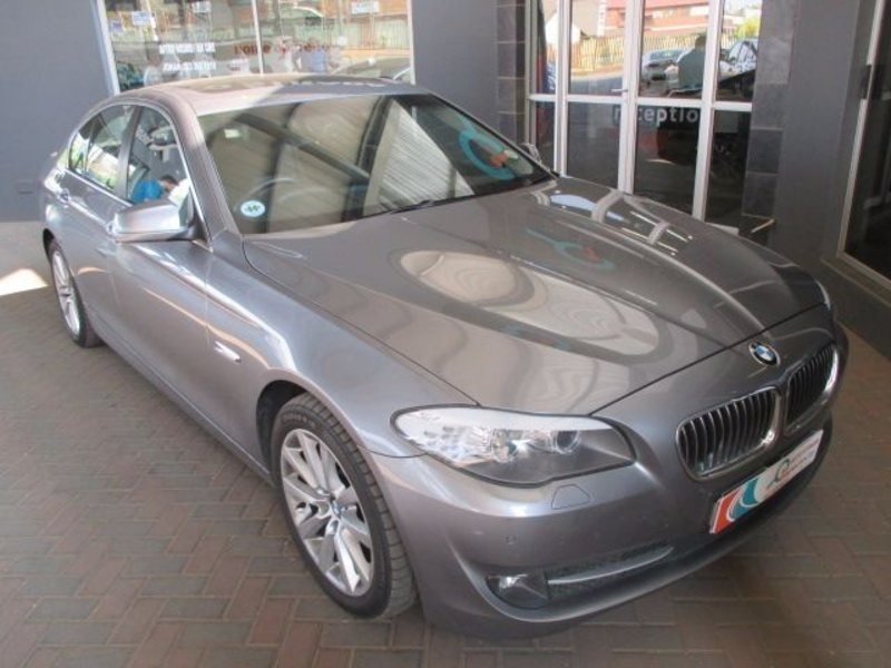 BMW 5 series 523i 2011 photo - 11