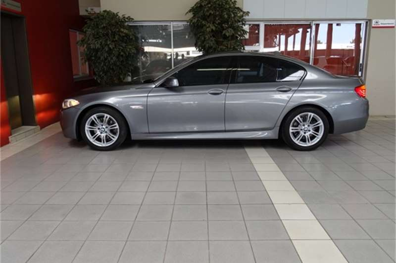 BMW 5 series 523i 2011 photo - 2
