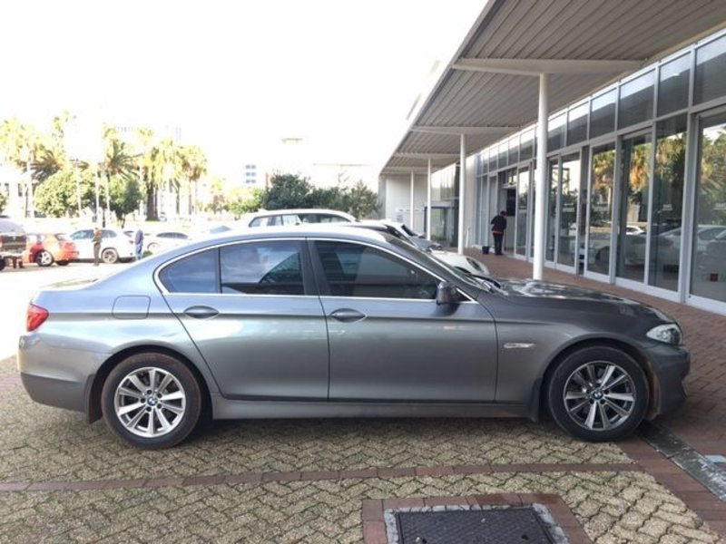BMW 5 series 523i 2011 photo - 9