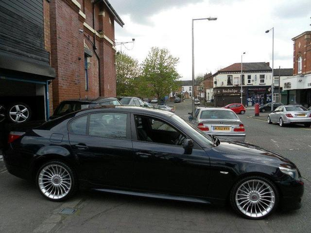 BMW 5 series 525d 2005 photo - 11