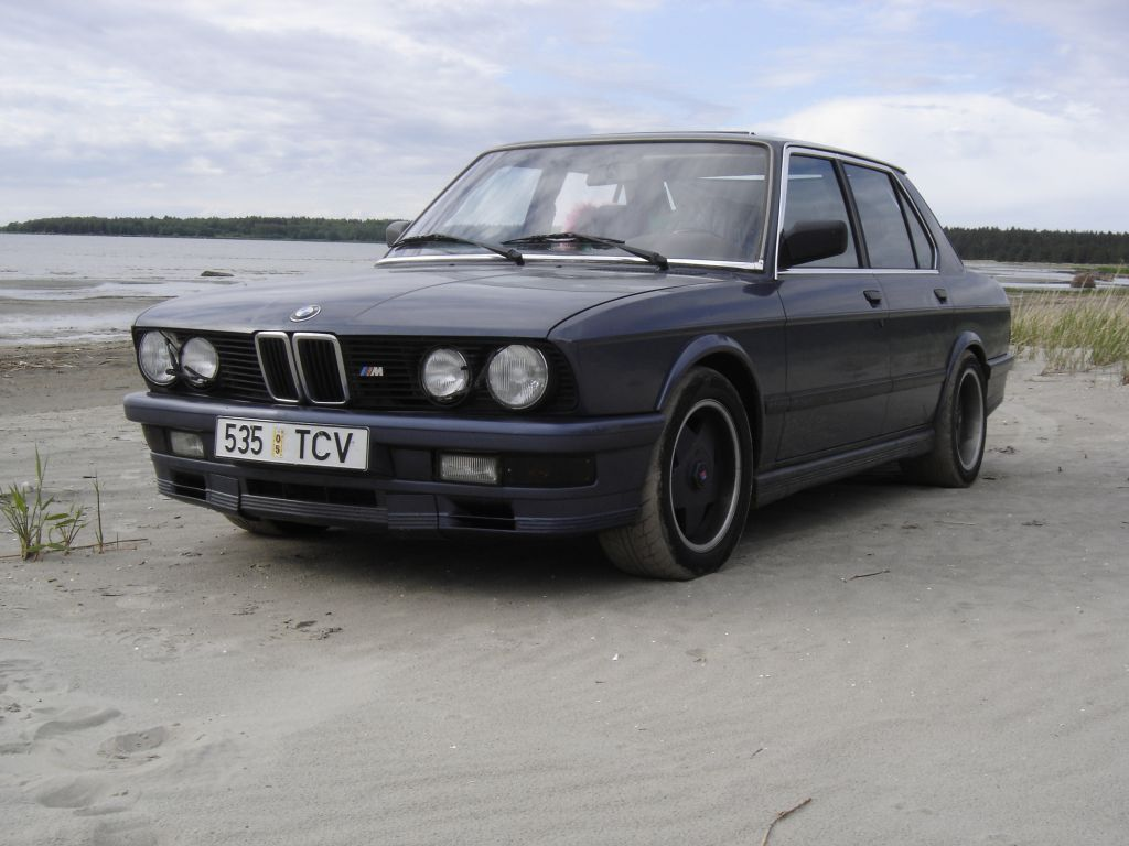 BMW 5 series 525e 1983 photo - 12