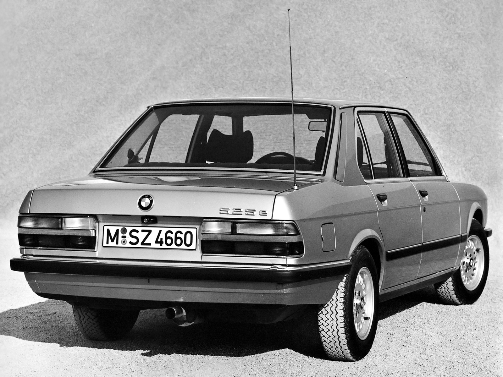 BMW 5 series 525e 1983 photo - 3