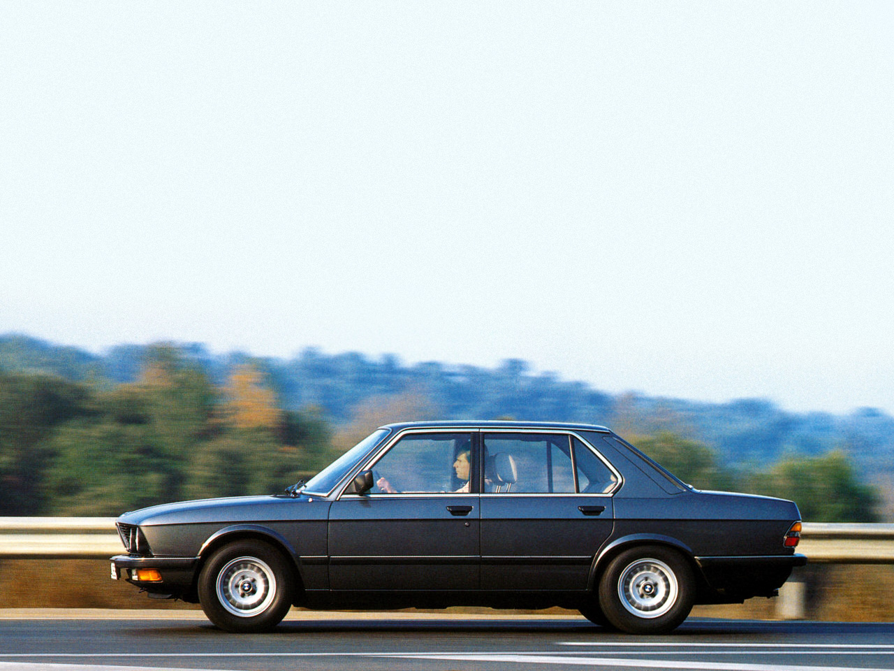 BMW 5 series 525e 1983 photo - 8