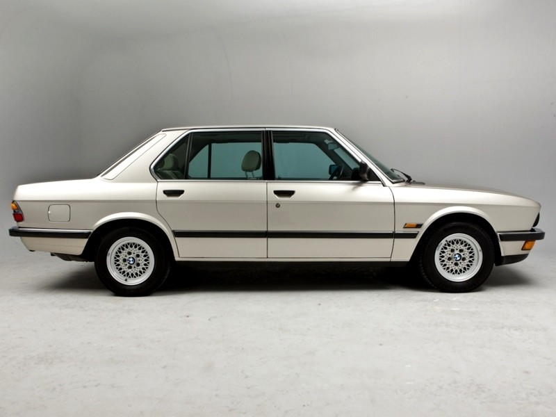 BMW 5 series 525e 1983 photo - 9