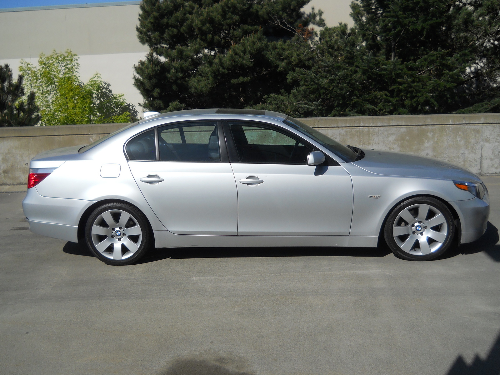 BMW 5 series 525i 2004 photo - 12