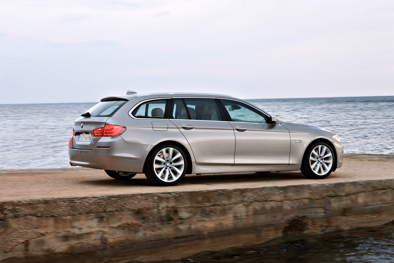 BMW 5 series 525xd 2010 photo - 6