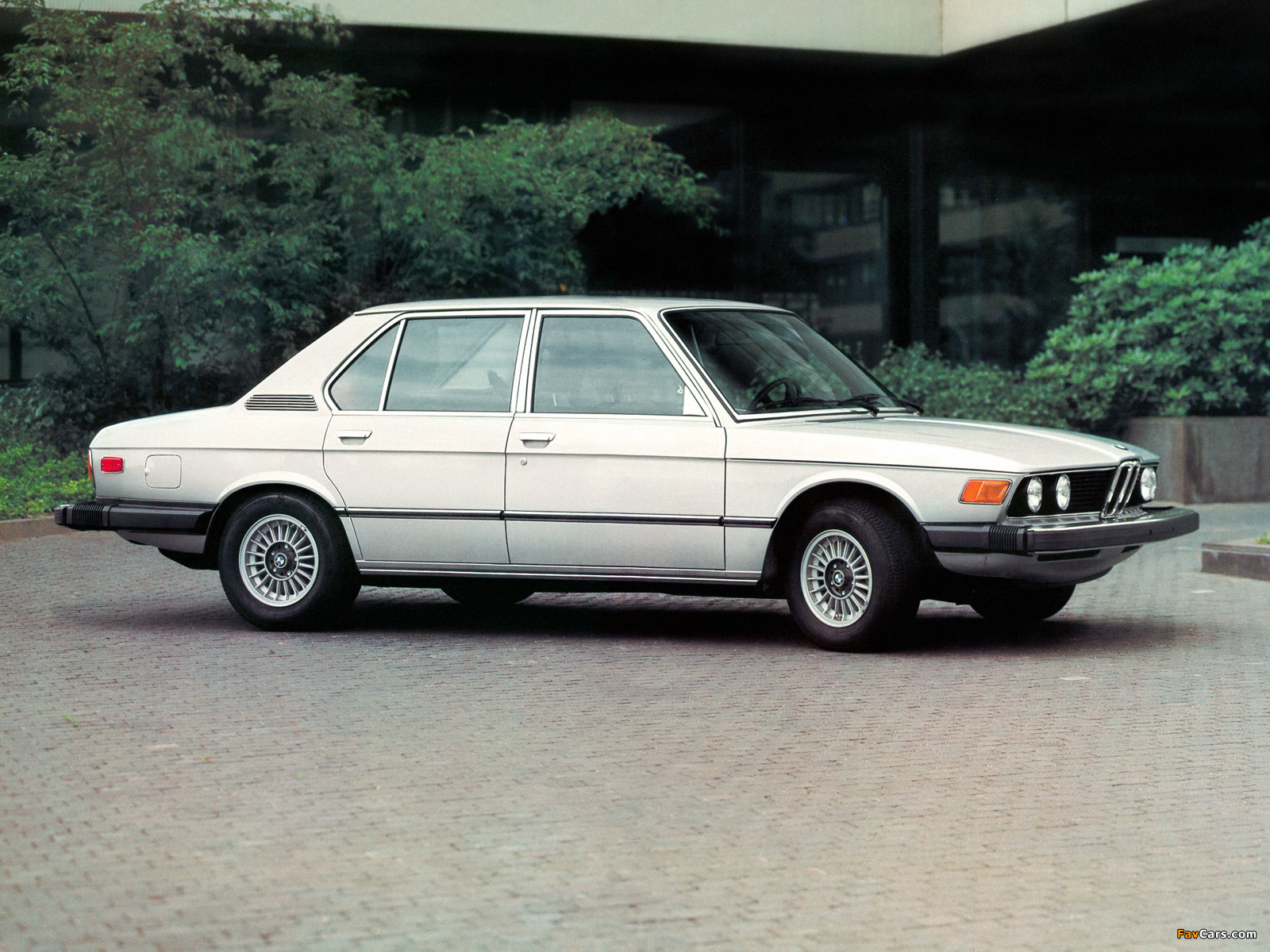 BMW 5 series 528i 1978 photo - 12