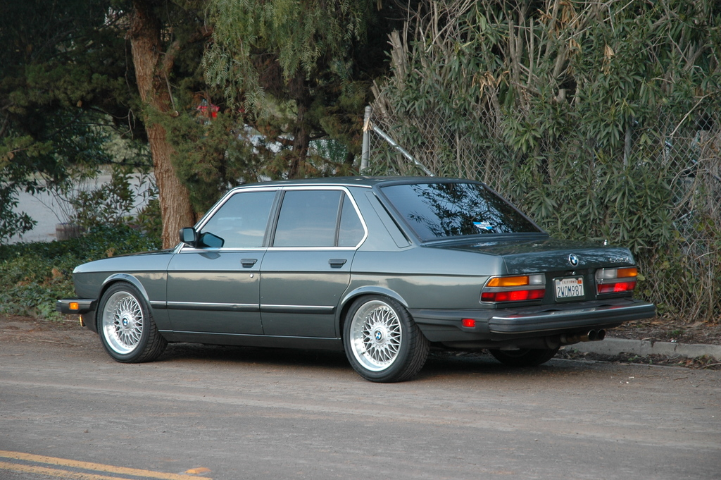 BMW 5 series 528i 1986 photo - 5