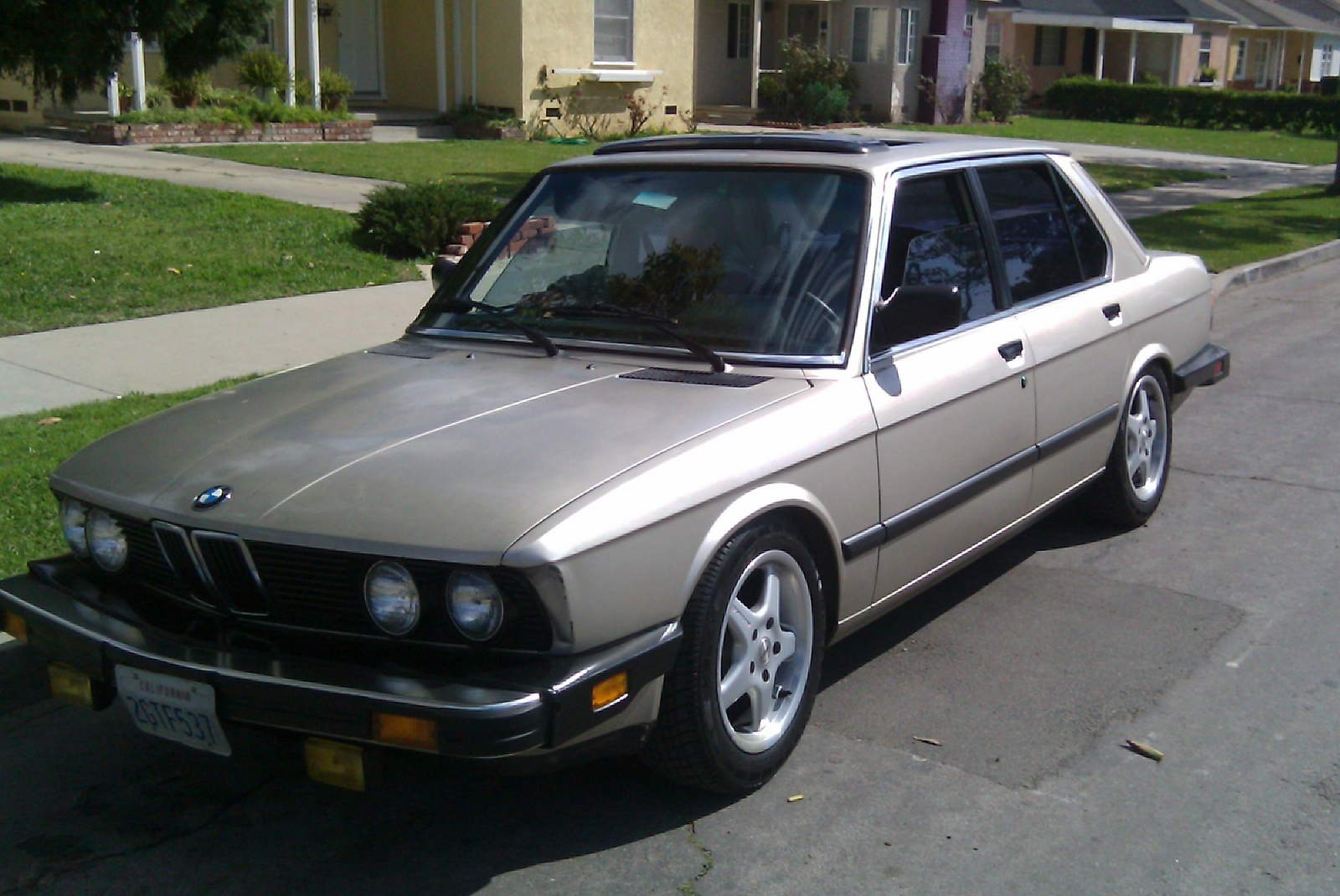 BMW 5 series 528i 1986 photo - 6