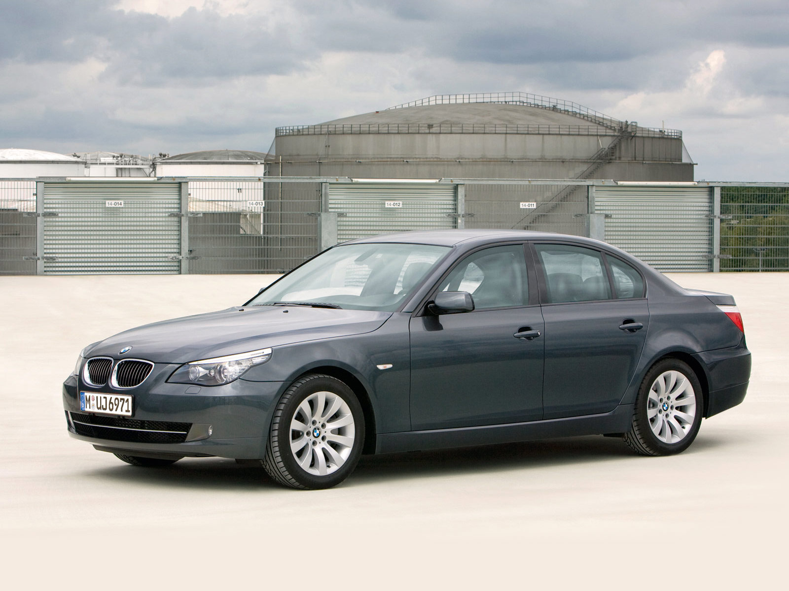 BMW 5 series 528i 2008 photo - 8
