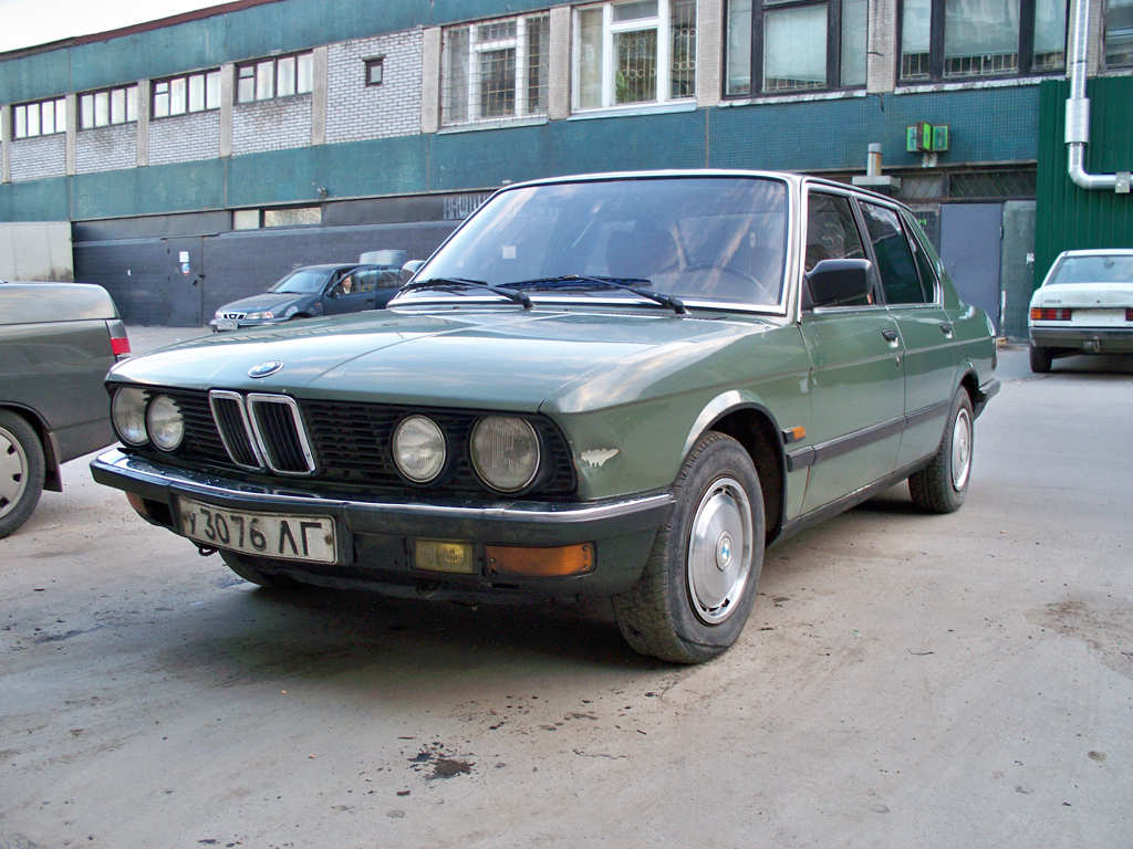 BMW 5 series 535i 1982 photo - 6