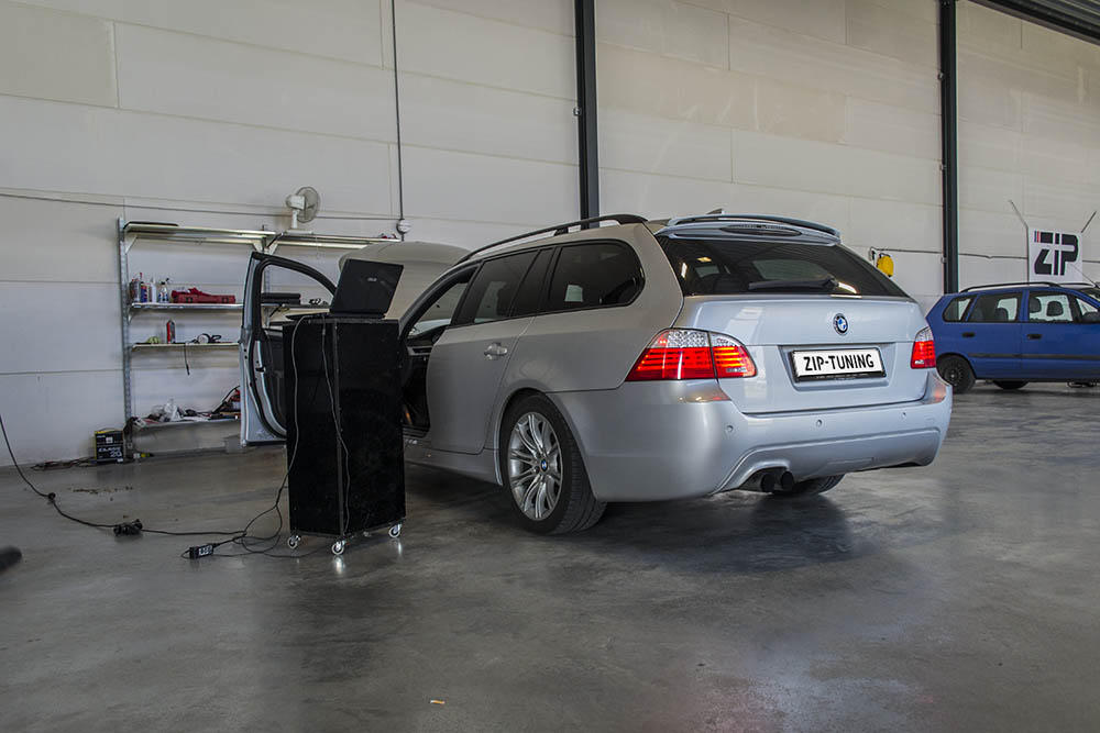 BMW 5 series 540i 2010 photo - 3